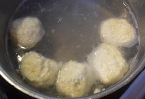 gluténmentes túrógombóc főzése